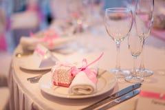 Festively lagd tabell Servett och bonbonniere Royaltyfri Bild