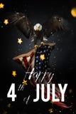 Festività americana il quarto luglio Aquila calva con la bandiera americana illustrazione di stock