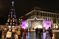 Festività di nuovo anno sul quadrato di Ostrovsky alla notte Fotografia Stock