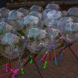 Festivo multi-colorido incandescer conduziu bolas imagens de stock