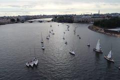 Festiwal jachty w St Petersburg na rzecznym neve Żeglowanie jachty w rzece zdjęcie stock