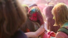 Festiwal kolory, ludzie rzuca farby zdjęcie wideo