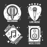 Festiwal muzyki lub sklep przylepiamy etykietkę wektorowych hełmofony, mikrofon dla studia nagrań Obrazy Stock