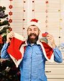 Festiwale i prezenta pojęcie Święty Mikołaj z szczęśliwą twarzą obrazy royalty free