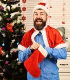 Festiwale i teraźniejszości pojęcie Mężczyzna z brodą w błękitnej koszula obraz stock