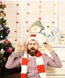 Festiwale i wystroju pojęcie Święty Mikołaj z gniewną twarzą obraz stock