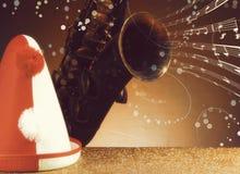 Festiwalu pojęcie - Partyjny kapelusz i rocznika saksofon Zdjęcia Stock