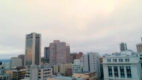 Festlegung Wolken-Sonnensatzes golden gate bridge Vogelperspektive-des städtischen Sans Francisco Low stock video