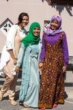 Festlich gekleidete moslemische Frauen am Ende von Ramadan, in Nusa Penida-Bali, Indonesien lizenzfreie stockbilder