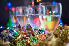 Festlich, Weihnachten, neues Jahr-Hintergrund mit Sekt und glänzendes bok lizenzfreies stockfoto