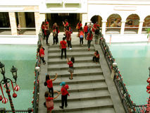 Festliche Brücke, Mall Venedigs Grand Canal, Taguig, Metro Manila, Philippinen stockbild