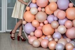 Festliche bunte Ballone im Raum Lizenzfreie Stockfotografie