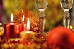 Festliche Dekorationen mit Kerzen lizenzfreie stockfotografie