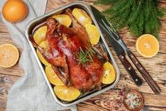 Festliche Ente gebacken mit Orangen Lizenzfreie Stockfotos