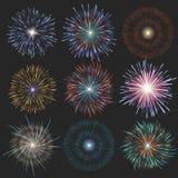 Festliche Feuerwerke der Sammlung von verschiedenen Farben vereinbarten auf einem schwarzen Hintergrund Lokalisierte Ausbrüche tr Lizenzfreie Stockfotografie