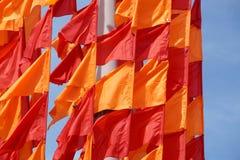 Festliche Flaggen der roten und orange Farbe Stockbilder