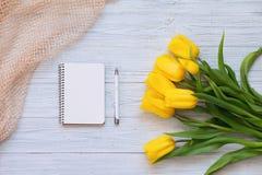 Festliche Frühlingszusammensetzung Flache Lage Lizenzfreie Stockbilder