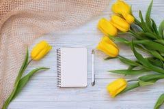 Festliche Frühlingszusammensetzung Flache Lage Stockbild