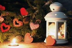Festliche Hintergrund- und Grußkarte verziert für die Feier von Weihnachten und von neuem Jahr Stockbild