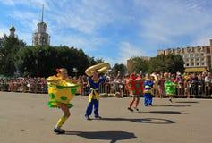 Festliche Karnevalsprozession lizenzfreies stockfoto