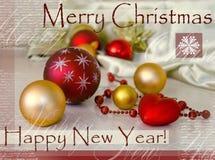 Festliche Karte der frohen Weihnachten und des guten Rutsch ins Neue Jahr mit Weihnachtstannenbaumdekoration Feiertagszusammenset Stockbild