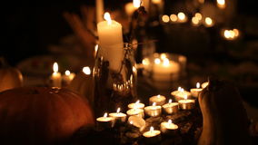Festliche Tabelle auf Halloween stock footage