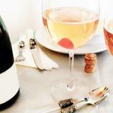 Festliche Tabelle, Liebes-, Valentine Day- oder Geburtstagskonzept lizenzfreie stockfotos