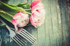 Festliche Tabelle stellte für Mutter ` s Tag oder Geburtstag ein Lizenzfreie Stockbilder