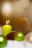 Festliche Weihnachtsdekoration im Grün Stockfotos