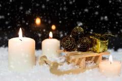 Festliche Weihnachtsdekoration im Weiß Lizenzfreies Stockfoto
