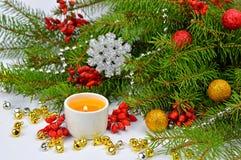 Festliche Weihnachtszusammensetzung in einer rustikalen Art Lizenzfreie Stockfotos