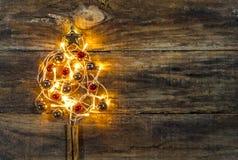 Festlicher belichteter Weihnachtsbaum Stockfotos
