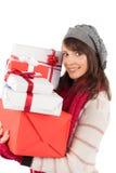 Festlicher Brunette, der Stapel von Geschenken hält Stockbild