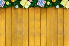 Festlicher Dekor der Basis einer Weihnachtsgruß-Kartendesigneinladung, Grenze eines Weihnachtsbaumasts stockfoto