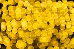 Festlicher Hintergrund mit natürlichem bokeh und hellen goldenen Lichtern stockfoto