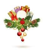 Festlicher Hintergrund, Stechpalme, Kieferkegel, Geschenke Lizenzfreie Stockfotos