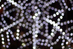 Festlicher Weihnachtshintergrund defocused verzierter Weihnachtsbaum bokeh Zusammensetzung Stockfoto