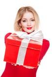 Festliches blondes mit Geschenkbox. Lizenzfreies Stockbild