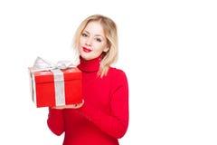 Festliches blondes mit Geschenkbox. Stockbilder