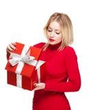 Festliches blondes mit Geschenkbox. Stockfoto