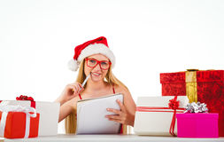 Festliches blondes Schreiben ihre Weihnachtsliste Lizenzfreies Stockbild