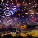 Festliches Feuerwerk über Tempel Akshardham, Indien delhi stockbilder