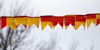 Festliches Gelb und rote Fahnen Lizenzfreie Stockbilder