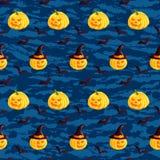 Festliches nahtloses Muster Halloween-Charaktere heben O-Laterne, Hexenhut, Schläger auf dunkelblauem Schmutzhintergrund Auch im  Stockfoto