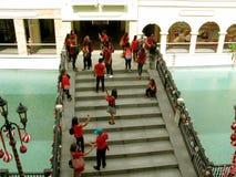 Festlig bro, Venedig Grand Canal galleria, Taguig, tunnelbana Manila, Filippinerna Fotografering för Bildbyråer