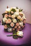 Festlig bukett av bruden som gifta sig buketten Blommor för brud` som s gifta sig ferie Royaltyfria Bilder