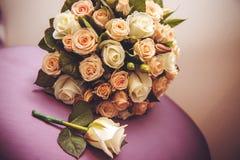 Festlig bukett av bruden som gifta sig buketten Blommor för brud` som s gifta sig ferie Royaltyfri Fotografi