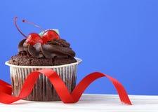 Festlig (födelsedag, valentindag) muffin Arkivfoto