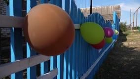 Festlig garnering av barns ferie med ballonger, landshus H?rlig design av ferierna arkivfilmer