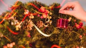 Festlig garnering som förbereder hem- hemtrevlighet fotografering för bildbyråer